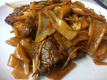 Dry hor fun with beef